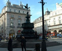 http://photosdelondres.com/fontaine-piccadilly-circus