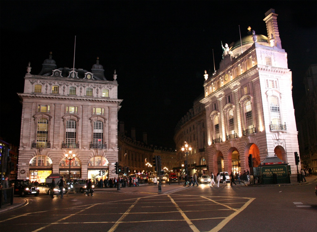 Piccadilly Circus de nuit